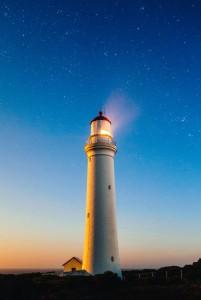 Blogartikel: Tipps zur Erdung um mit den massiven Licht- Energie- Erhöhungen (Transformationen) der Erde umgehen zu können.
